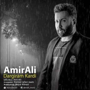 Amir Ali Dargiram Kardi 300x300 - دانلود آهنگ جدید امیرعلی به نام درگیرم کردی